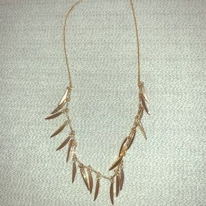 Angle layer leaf statement necklace